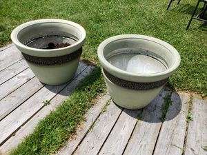 2 extra large flower pots for Sale in Grove City, OH