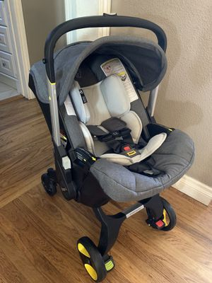 Doona Car seat/stroller and base for Sale in Lakewood, CA