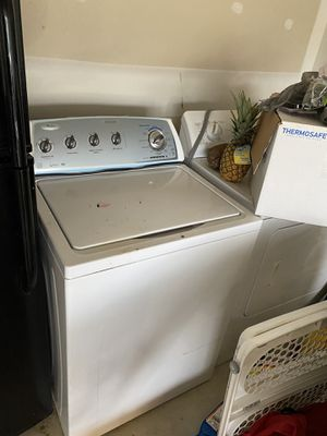 Washer (Whirlpool) & dryer (Kenmore) for Sale in Columbus, OH