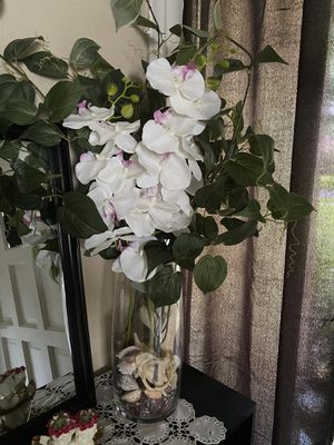 Vase and flowers for Sale in Winter Springs, FL