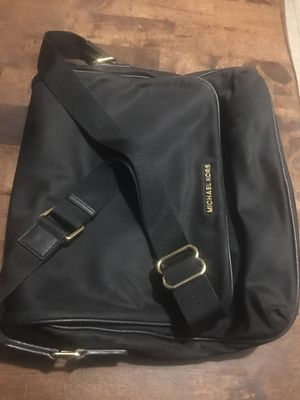 Brand new with no tags unisex black Michael Kors messenger bag for Sale in Las Vegas, NV