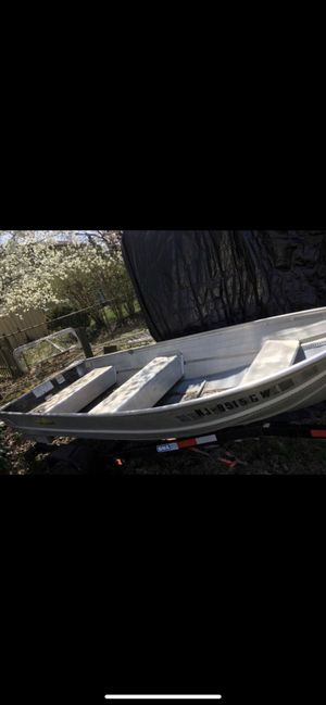 Cabelas 12' Aluminum Boat with Trailer for Sale in Glassboro, NJ