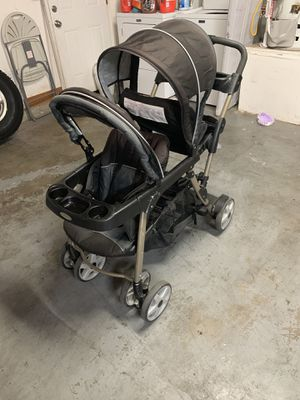 Graco Double Stroller w/ Baby/Infant Car seat for Sale in Moreno Valley, CA