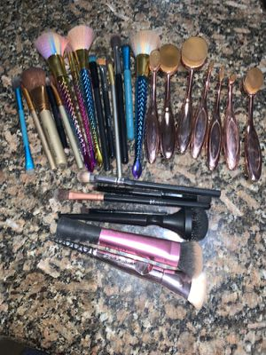 Miscellaneous brushes for Sale in Burleson, TX