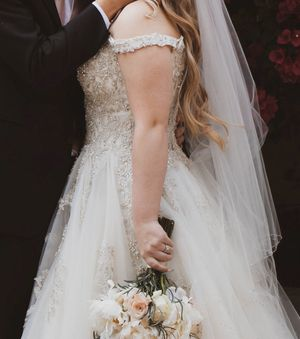 Essence of Australia Wedding dress for Sale in Cave Creek, AZ