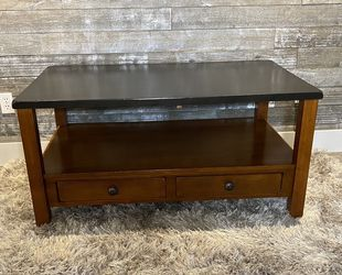 """Solid wood coffee table 28"""" x 46"""" x 22""""H for Sale in Vancouver,  WA"""