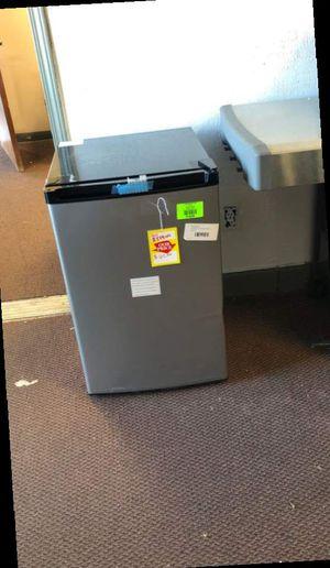 Frigidaire mini fridge EAL4 for Sale in Dallas, TX