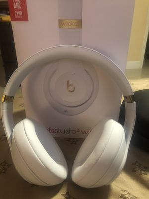 Fairly new beats by dr Dre studio3 for Sale in Boca Raton, FL