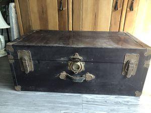Vintage Metal Trunk for Sale in Los Angeles, CA