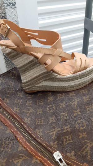 Suella de cuero wedge heel for Sale in Tracy, CA