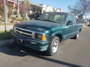 1998 Chevy s10 4cylinder 2.2 for Sale in Los Angeles, CA