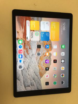 """Apple ipad pro 1st gen 12.9"""" 128gb wifi & cellular sim unlock with charger for Sale in Houston, TX"""