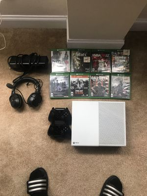 Xbox one bundle for Sale in Cleveland, OH