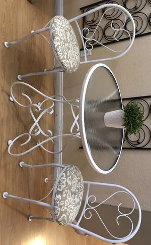 Patio table and chairs for Sale in North Las Vegas, NV