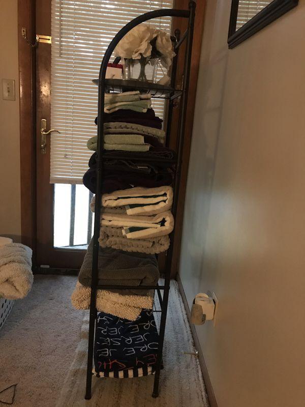 """Brown Metal Towel Rack 4'8"""" tall 1'1/2"""" wide"""