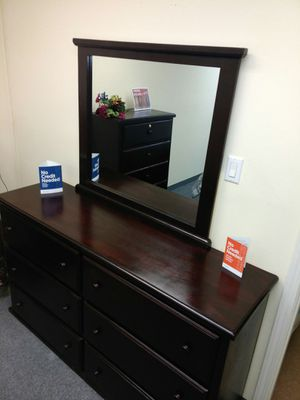 6 Drawer Pinewood Dresser w Mirror for Sale in Santa Monica, CA