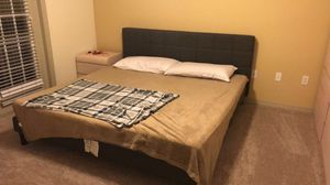 King size bed with mattress for Sale in Tampa, FL
