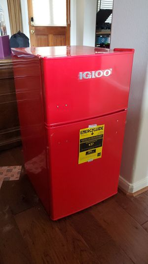 Igloo mini fridge for Sale in Cypress, TX