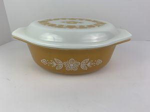 Vintage Pyrex Butterfly Gold 1 1/2 Qt 043 Oval Casserole Dish With Lid for Sale in Elgin, IL