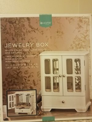 New Jewelry White Box. for Sale in Marysville, WA