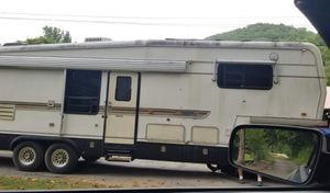 5th wheel kountry aire 33ft camper for Sale in Chattanooga, TN