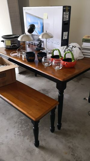 Dining table for Sale in Fort Wayne, IN