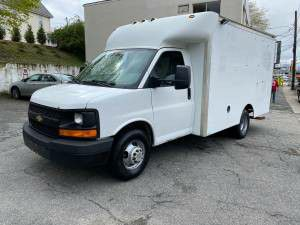 05 chevy Express box truck for Sale in Lynn, MA
