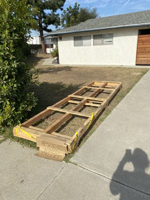 Free Wood Pallet for Sale in Gardena, CA