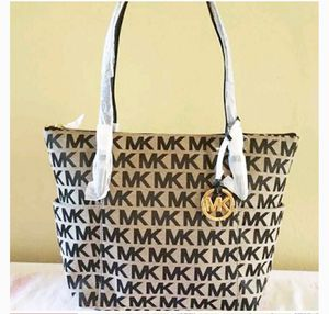 Like new Michael kors bag for Sale in Cumberland, RI
