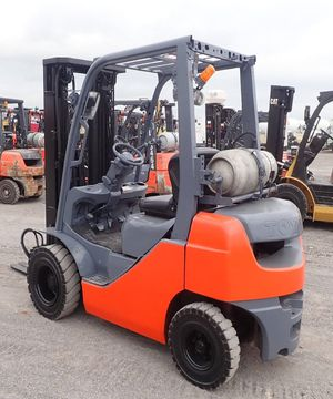2015 Toyota forklift 8fgu20 low miles 3000lbs for Sale in Dallas, TX