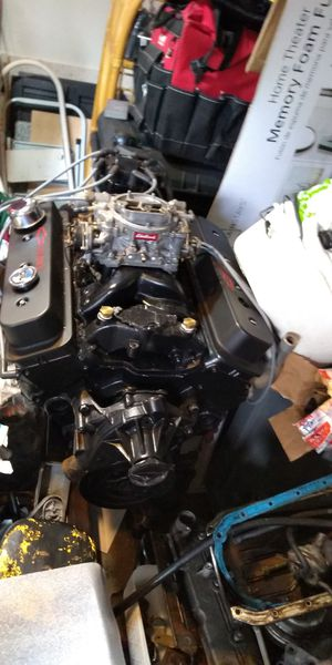 5.7 vortec 350 with 4v intake and carb for Sale in Honolulu, HI