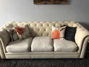 Off white tufted 3 seater sofa / couch for Sale in San Jose, CA
