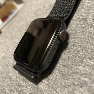 Apple Watch series 5 (44mm) for Sale in Bellevue, WA