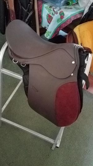 Cambridge Jumping saddle for Sale in Morriston, FL