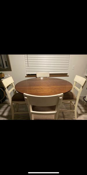 Round kitchen table for Sale in Portland, OR