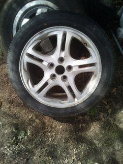 215-50r -27 tire and rim 5 lug for Sale in Plantersville,  AL