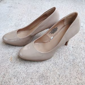 Beige Women's heels - size 8 for Sale in San Diego, CA