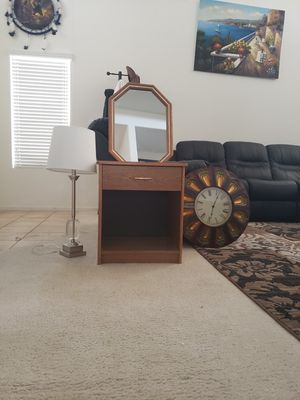 End table, mirrow, metal clock and lamp for Sale in North Las Vegas, NV
