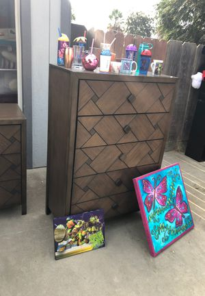 4 piece queen bedroom set MOVING SALE for Sale in Chowchilla, CA