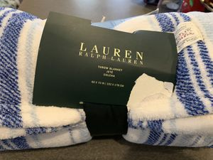 New Lauren fleece throw blanket for Sale in Las Vegas, NV