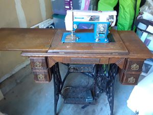 Singer sewing machine in antique Trimble cabinet. for Sale in Mill Creek, WA