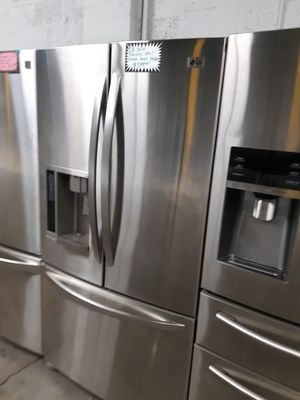 LG STAINLESS STEEL FRENCH DOORS FRIDGE WORKING PERFECTLY 4 MONTHS WARRANTY for Sale in Baltimore, MD