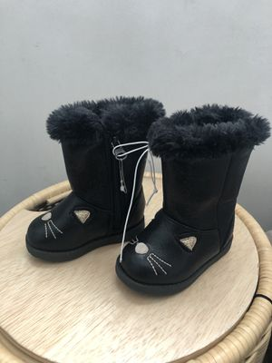 New cat and jack toddler girl warm boots for Sale in Cerritos, CA