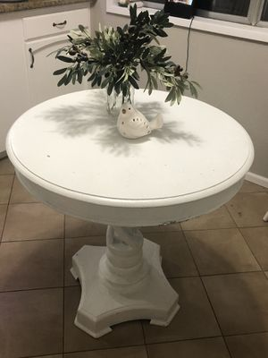 """Small table 29.25"""" round, 29.25"""" tall for Sale in Tigard, OR"""
