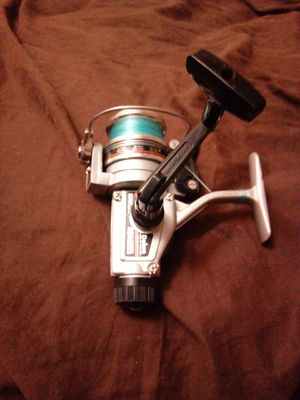 Daiwa rear drag graphite bearing fishing reel for Sale in Galloway, OH