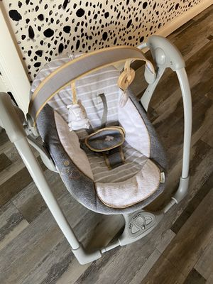 Baby portable swing for Sale in Royal Palm Beach, FL