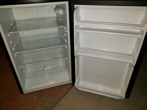 Hisense mini fridge for Sale in Las Vegas, NV