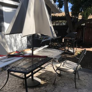 6 Chair Patio Set W/Table And Umbrella for Sale in Rancho Palos Verdes, CA