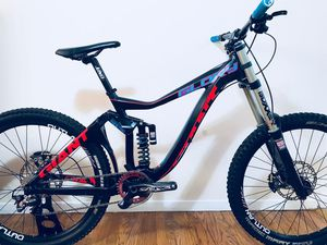 Giant Glory, Large frame, Mtb Downhill, RockShox Boxxer, Full Shimano Saint Components, Tune up, ready to ride! for Sale in Manhattan Beach, CA