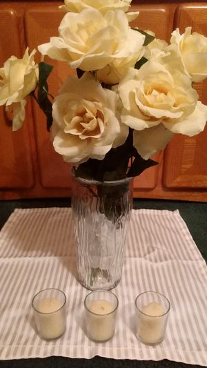 😀 $15 set beautiful Spring/ Summer color artificial yellow flowers in a clear glass vase Includes (3) vanilla scented candles. for Sale in Cleveland, OH